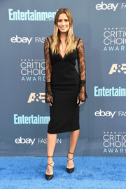 Renee Bargh looked effortlessly elegant in a lace-sleeve LBD at the Critics' Choice Awards.