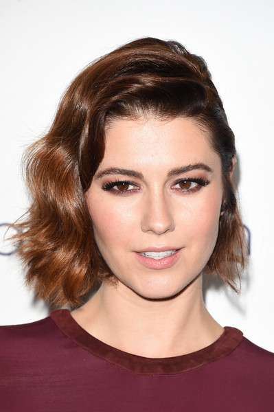 Mary Elizabeth Winstead hovered between sweet and edgy wearing this half-pinned wavy 'do at the Elle Women in Hollywood Awards.