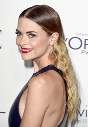 Jaime King wore her tresses down with a slicked-down center part and tight waves at the Elle Women in Hollywood Awards.