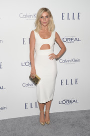 Julianne Hough rounded out her look with a zigzag-patterned box clutch.