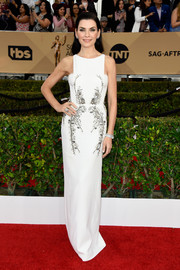 Julianna Margulies wore a simple yet elegant beaded white column dress by Antonio Berardi to the SAG Awards.