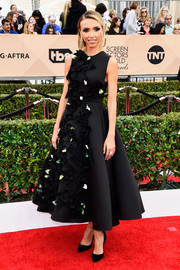 Giuliana Rancic worked the SAG Awards red carpet in a black Gauri & Nainika tea-length dress, featuring a feminine fit-and-flare silhouette and a cascade of petal appliques.