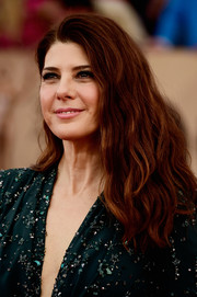 Marisa Tomei sported a voluminous wavy 'do at the SAG Awards.
