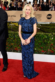 Naomi Watts chose a lovely blue lace gown by Burberry for her SAG Awards red carpet look.