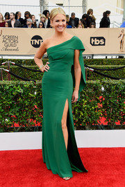 Nancy O'Dell cut a regal figure at the SAG Awards in a green one-shoulder gown with cape-like detailing.