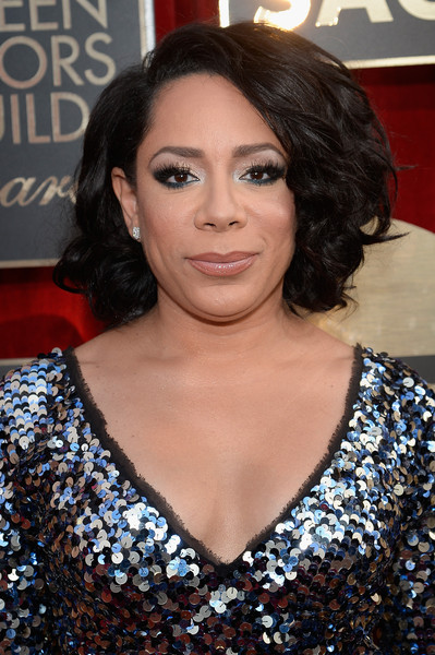 Selenis Leyva kept it classic with this curled-out bob at the SAG Awards.