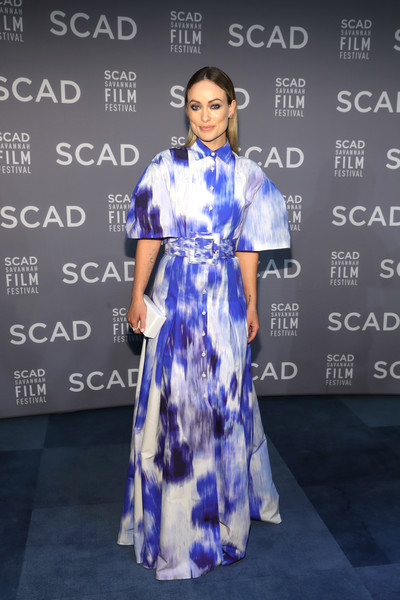 Olivia Wilde paired her frock with a white box clutch.
