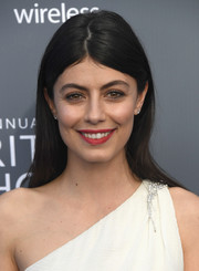 Alessandra Mastronardi attended the 2018 Critics' Choice Awards sporting a casual straight 'do with an uneven part.