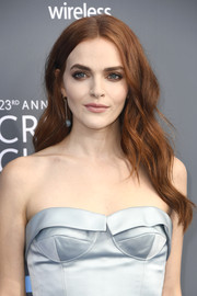 Madeline Brewer sported boho-glam waves at the 2018 Critics' Choice Awards.