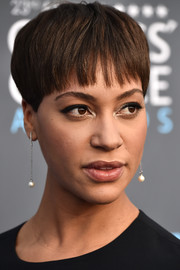 Cush Jumbo attended the 2018 Critics' Choice Awards wearing a funky bowl cut.
