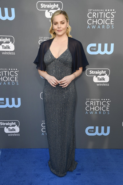 Abbie Cornish attended the 2018 Critics' Choice Awards looking glam in a beaded column dress with sheer flutter sleeves.