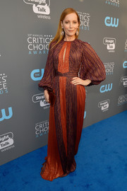 Leslie Mann looked exotic wearing this earth-toned caftan by J. Mendel at the 2018 Critics' Choice Awards.