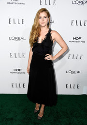 Amy Adams matched her dress with black lace pumps by Christian Louboutin.
