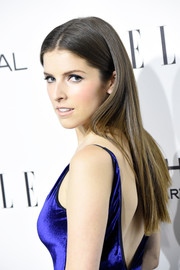 Anna Kendrick wore her hair down in a sleek center-parted style during the Elle Women in Hollywood Awards.