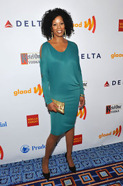Kim Wayans arrived at the GLAAD Media Awards wearing a lovely silk dress.
