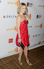 Ali Larter arrived at the 23rd Annual GLAAD Media Awards wearing a small pave diamond X cuff bracelet and sculpted cable diamond cuff.