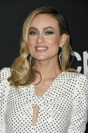 Olivia Wilde looked festive with her glittering gunmetal eyeshadow.