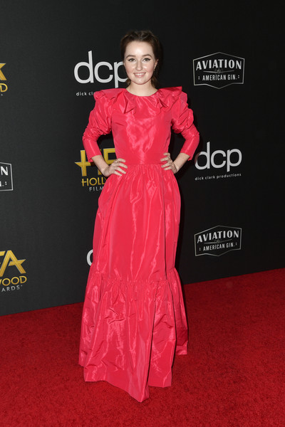 Kaitlyn Dever looked like a princess in this puff-sleeved raspberry gown by Monique Lhuillier at the 2019 Hollywood Film Awards.