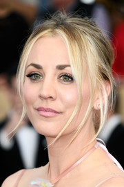 Kaley Cuoco attended the SAG Awards rocking a messy updo.