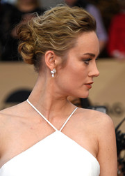 Brie Larson wore her hair in a romantic twisted bun at the SAG Awards.
