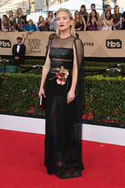 Kate Hudson was sexy-goth at the SAG Awards in a sheer black Dior gown with sequined panels and a flower accent.
