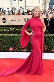 Nancy O'Dell made a glamorous entrance in a one-sleeve raspberry fishtail gown at the SAG Awards.