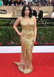 Ariel Winter burned up the SAG Awards red carpet in a figure-hugging, beaded gold gown by Mikael D that boasted multiple peekaboo panels.