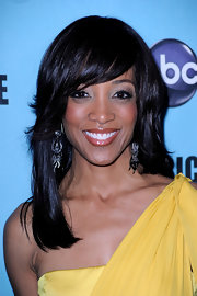 TV host Shawn Robinson looked ready for spring in her yellow one-shouldered dress. She donned a classic side-swept straight cut.
