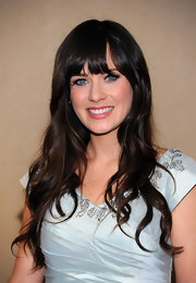 Zooey Deschanel emphasized her big baby blues with thick false lashes and an extra helping of mascara.