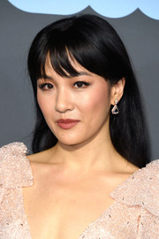 Constance Wu glammed up her lobes with a pair of diamond drop earrings by Lorraine Schwartz.