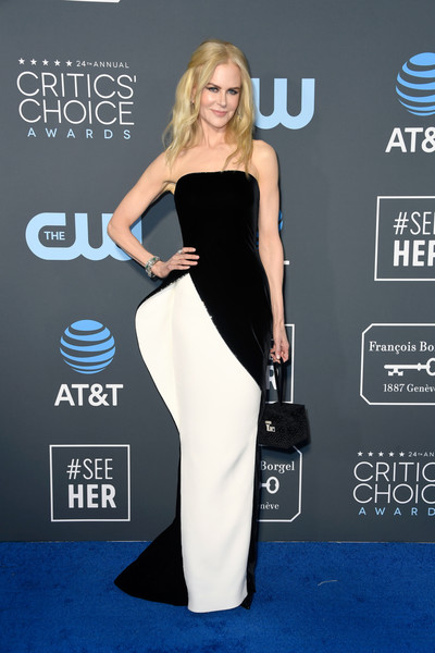 Nicole Kidman slipped into a sculptural strapless column dress by Armani Privé for the 2019 Critics' Choice Awards.