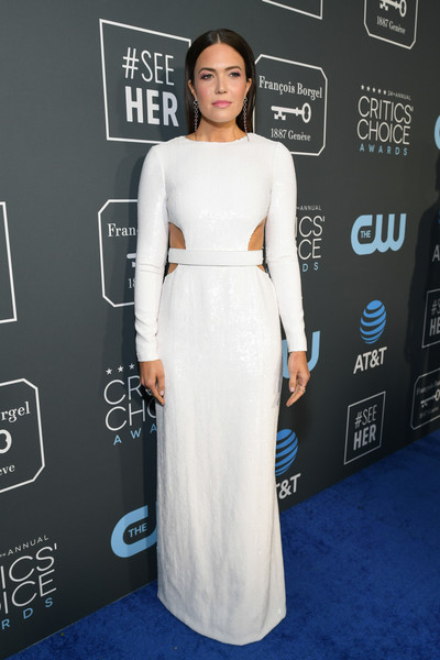 Mandy Moore was modern in a white cutout gown by Michael Kors at the 2019 Critics' Choice Awards.