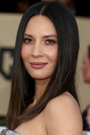 Olivia Munn framed her face with a sleek straight 'do for the 2018 SAG Awards.