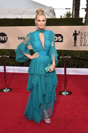 Molly Sims matched her gown with a turquoise croc-embossed clutch by Ethan K.