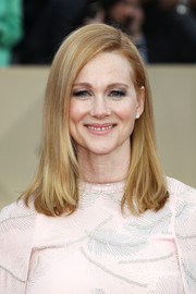 Laura Linney went for a classic long bob when she attended the 2018 SAG Awards.