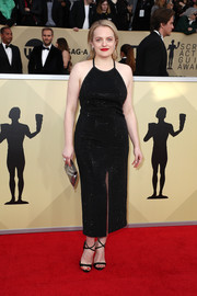 Elisabeth Moss teamed her dress with black cross-strap sandals by Giuseppe Zanotti.