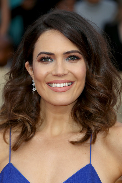Mandy Moore was gorgeously coiffed with this high-volume curly 'do at the 2018 SAG Awards.