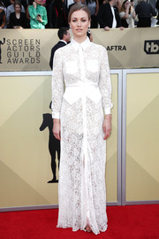 Yvonne Strahovski chose a floor-length white lace shirtdress by Ester Abner for her 2018 SAG Awards look.