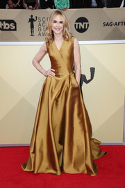 Holly Hunter looked resplendent in a flowing gold wrap gown by Paule Ka at the 2018 SAG Awards.