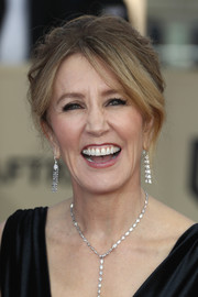 Felicity Huffman styled her hair into a messy beehive for the 2018 SAG Awards.