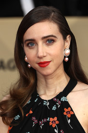 Zoe Kazan looked very girly wearing this long hairstyle with curly ends at the 2018 SAG Awards.