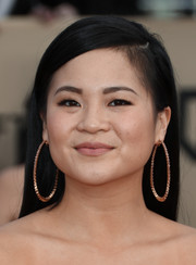 Kelly Marie Tran attended the 2018 SAG Awards wearing a simple straight hairstyle.