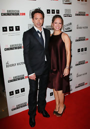 Susan Downey chose a simple yet sophisticated wine-colored tiered shift for the American Cinematheque Award.