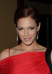 Amanda Righetti paired her elegant French twist with dimaond drop earrings.
