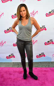 Jennifer Grey celebrated the 25th anniversary of Dirty Dancing in an easy-to-groove-in gray tank.