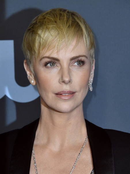 Charlize Theron went the edgy route with this messy pixie at the 2020 Critics' Choice Awards.