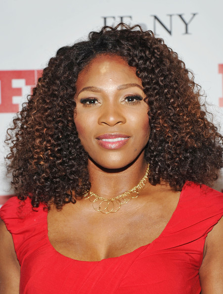Serena Williams wore a pair of lengthy false lashes with a bit of metallic bronze shadow at the 25th Annual Footwear News Achievement Awards.