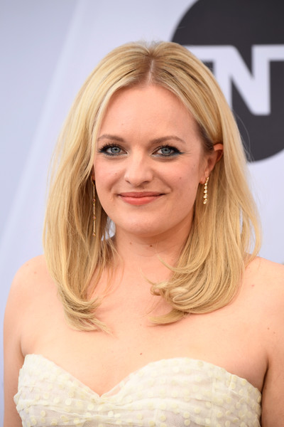 Elisabeth Moss looked adorable wearing this bouncy 'do at the 2019 SAG Awards.