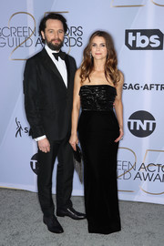 Keri Russell chose a strapless black column dress by Alexandre Vauthier for the 2019 SAG Awards.