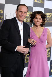 Jennifer Grey looked fab in this short curly hairstyle.
